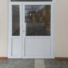 Монтаж дверей ПВХ. Школа № 5