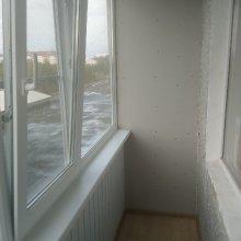 Монтаж Г-образного балкона, устройство пола, обшивка под балконом панелями и устройство стены из гипсокартона между соседями, ул. Нефтяников д. 50